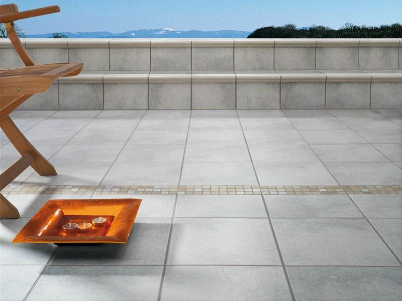 Плитка на ступенях террасы